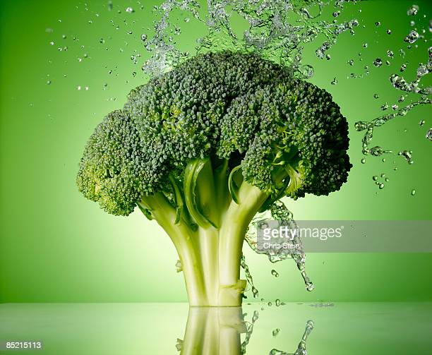 broccoli splash - freshness stock pictures, royalty-free photos & images