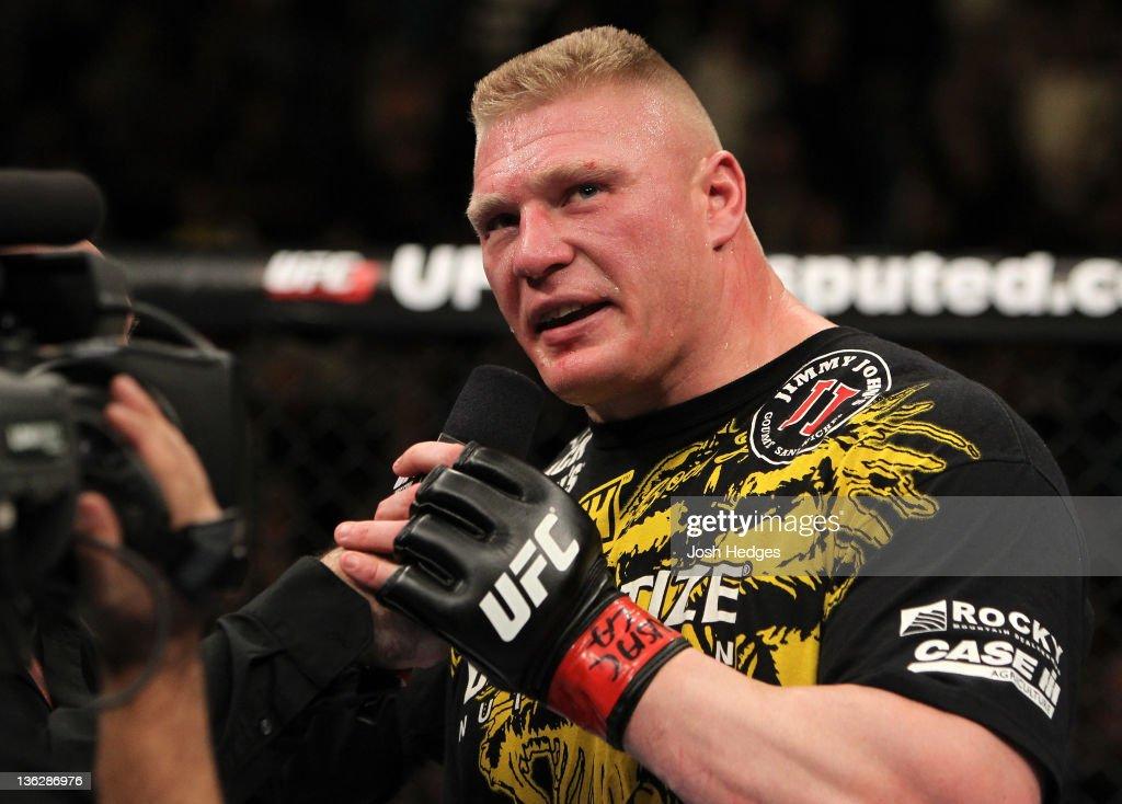 UFC 141: Lesnar v Overeem : News Photo