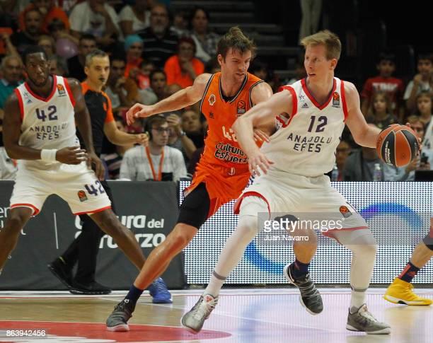 Brock Motum, #12 of Anadolu Efes Istanbul competes with Aaron Doornekamp, #42 of Valencia Basket during the 2017/2018 Turkish Airlines EuroLeague...