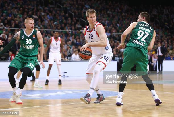 Brock Motum, #12 of Anadolu Efes Istanbul competes with Aaron White, #30 of Zalgiris Kaunas in action during the 2017/2018 Turkish Airlines...