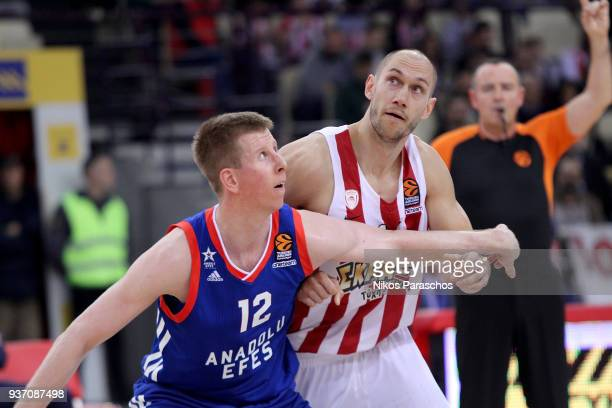 Brock Motum, #12 of Anadolu Efes Istanbul competes with Kim Tillie, #14 of Olympiacos Piraeus during the 2017/2018 Turkish Airlines EuroLeague...