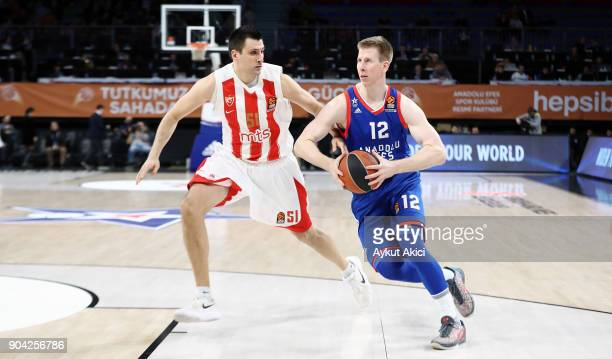 Brock Motum #12 of Anadolu Efes Istanbul competes with Milko Bjelica #51 of Crvena Zvezda mts Belgrade during the 2017/2018 Turkish Airlines...