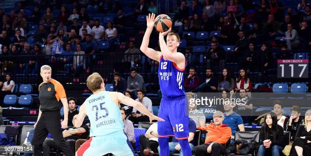 Brock Motum, #12 of Anadolu Efes Istanbul competes with Petteri Koponen, #25 of FC Barcelona Lassa during the 2017/2018 Turkish Airlines EuroLeague...