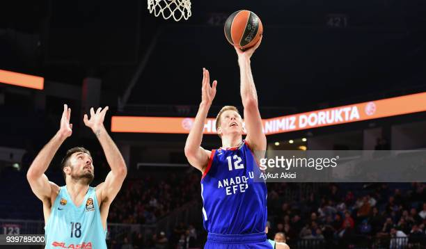 Brock Motum, #12 of Anadolu Efes Istanbul competes with Pierre Oriola, #18 of FC Barcelona Lassa during the 2017/2018 Turkish Airlines EuroLeague...