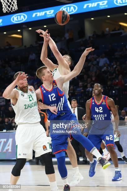 Brock Motum of Anadolu Efes in action against Arturas Milaknis of Zalgiris Kaunas during the Turkish Airlines Euroleague basketball match between...