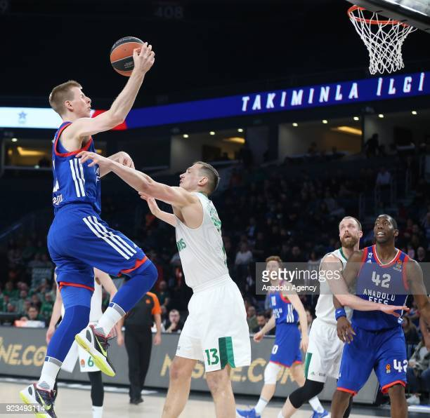 Brock Motum of Anadolu Efes in action against Paulius Jankunas of Zalgiris Kaunas during the Turkish Airlines Euroleague basketball match between...