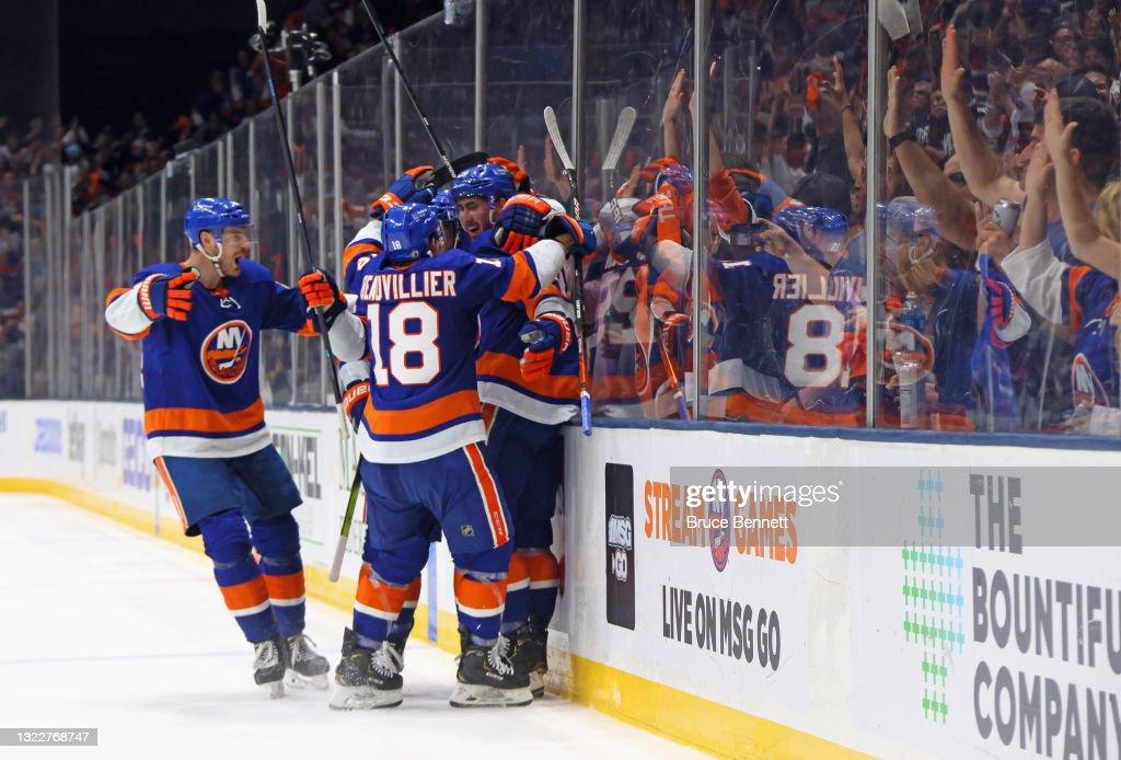 Boston Bruins v New York Islanders - Game Six : News Photo