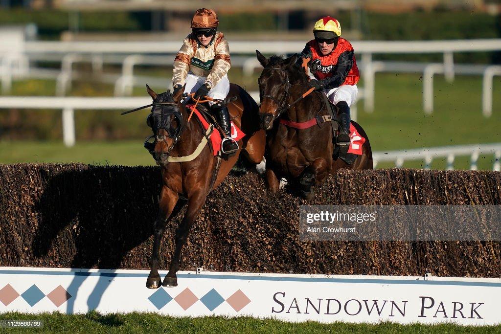 Sandown Races : News Photo