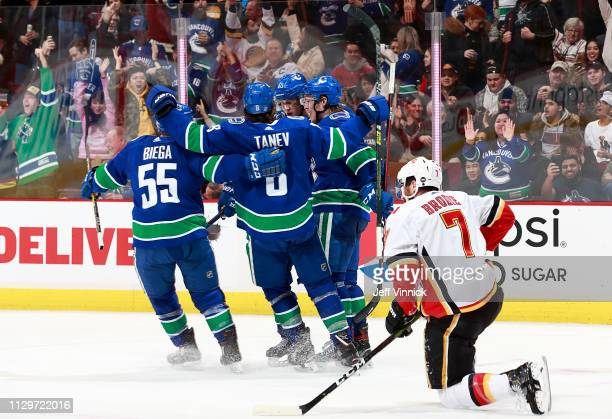 12 276 Calgary Flames V Vancouver Canucks Photos And Premium High Res Pictures Getty Images