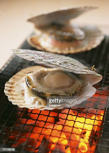 Broiled scallops in soy sauce
