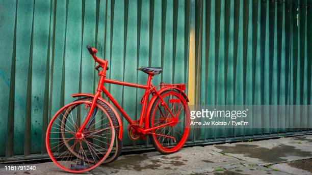 broken bicycle parked against wall - arne jw kolstø stock pictures, royalty-free photos & images