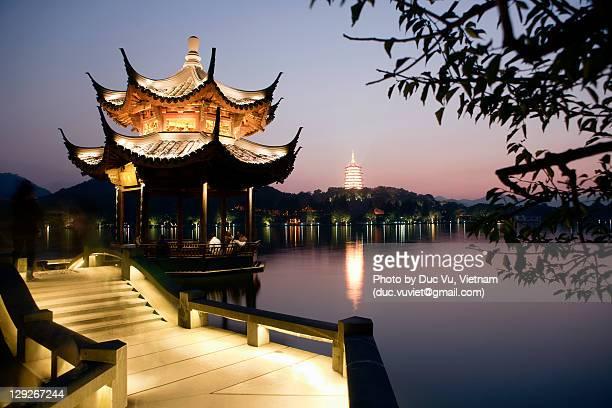broken bridge - west lake hangzhou stock pictures, royalty-free photos & images