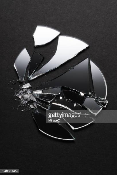 broken circle mirror - 鏡 物品 個照片及圖片檔