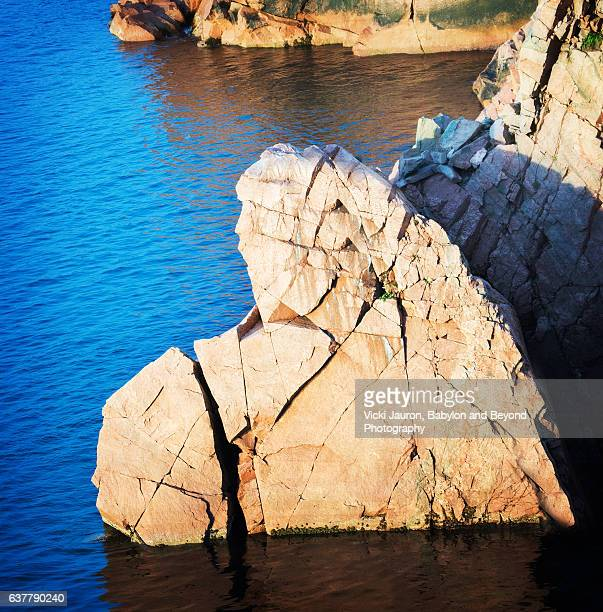 broken heart rock found near ingonish in cape breton island, canada - she rocks awards show stock pictures, royalty-free photos & images