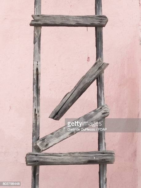 broken ladder against wall - dietlinde duplessis stock pictures, royalty-free photos & images
