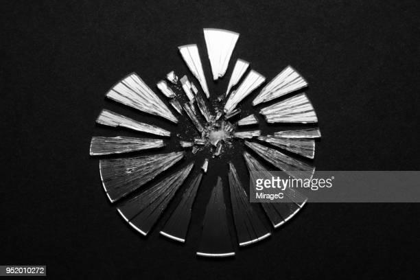 broken mirror - リフレクター ストックフォトと画像