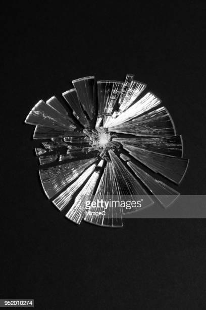 broken mirror - 鏡 物品 個照片及圖片檔