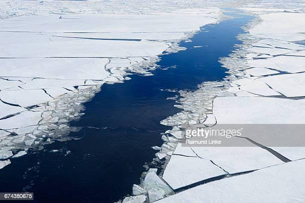 broken pack ice and ice floes fairway icebreaker - weddell sea fotografías e imágenes de stock