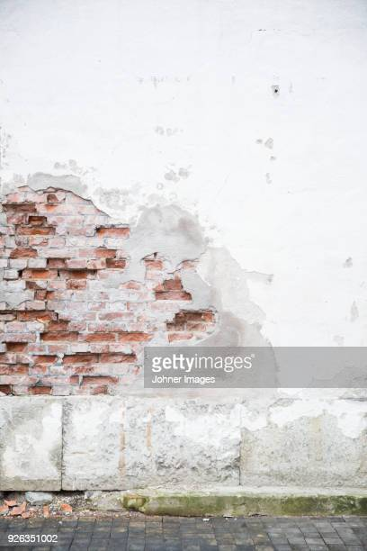 broken wall - alley stock pictures, royalty-free photos & images