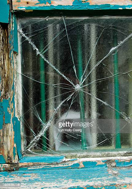 broken window with blue peeling paint on frame - lyn holly coorg stock-fotos und bilder