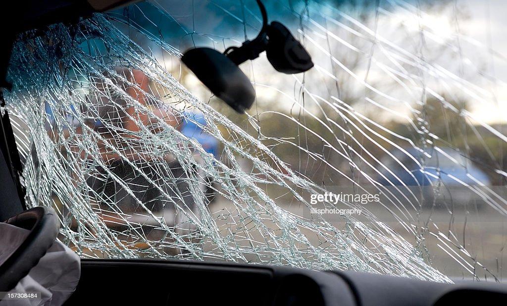 Parabrisas de coche roto accidente accidente de conducir borracho : Foto de stock