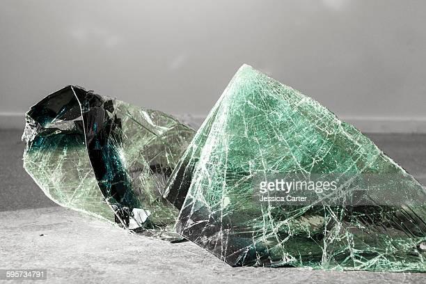 broken windshield glass art - 現代美術館 ストックフォトと画像
