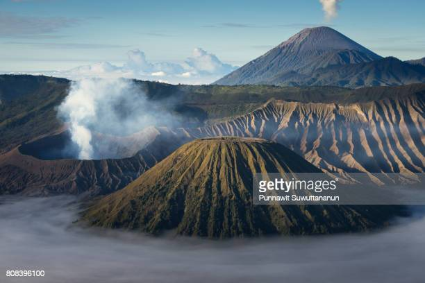 bromo, batok, and semeru volcano mountain of east java, indonesia - land geografisches gebiet stock-fotos und bilder