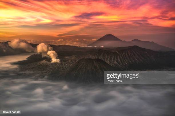 bromo volcano at sunrise, mount bromo, is an active volcano - bromo tengger semeru national park stock pictures, royalty-free photos & images