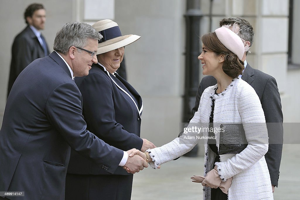 Bronislaw Komorowski (L) President of Poland and his wife Anna Komorowska (2L) welcome Frederik Crown Prince of Denmark and his wife Crown Princess Mary of Denmark to the Presidential Palace on May 12, 2014 in Warsaw, Poland.