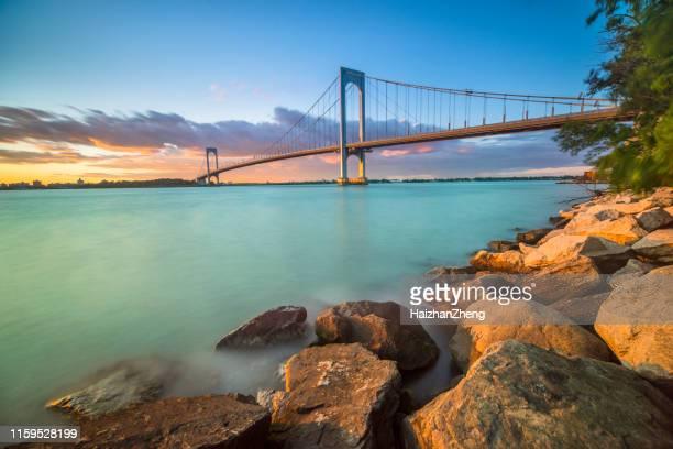 bronx whitestone brug - flushing queens new york stockfoto's en -beelden