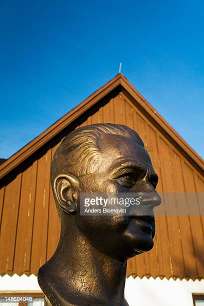 Bronze bust of the Swedish UN General Secretary Dag Hammarskjold.