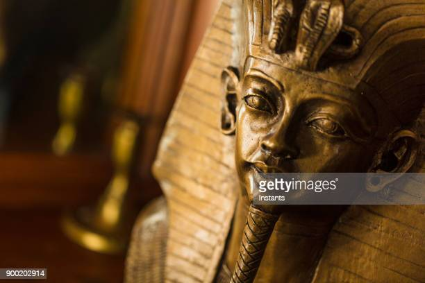 bronze color bust of egyptian king tutankhamun made with plaster. - egypt stock pictures, royalty-free photos & images