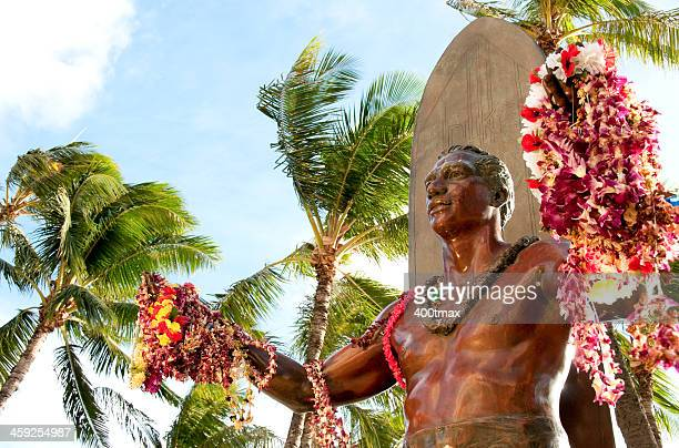 bronze duke kahanamoku statue - waikiki stock pictures, royalty-free photos & images