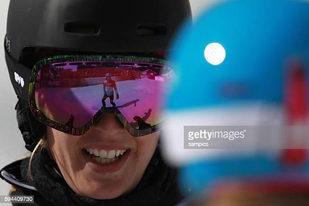Bronze für amelie Kober GER in der BRille von Claudia Riegler AUT Snowboard Parallel Slalom in Rosa Khutor Extreme Park olympic winter games 2014...