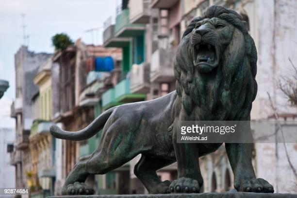 lion de Bronze