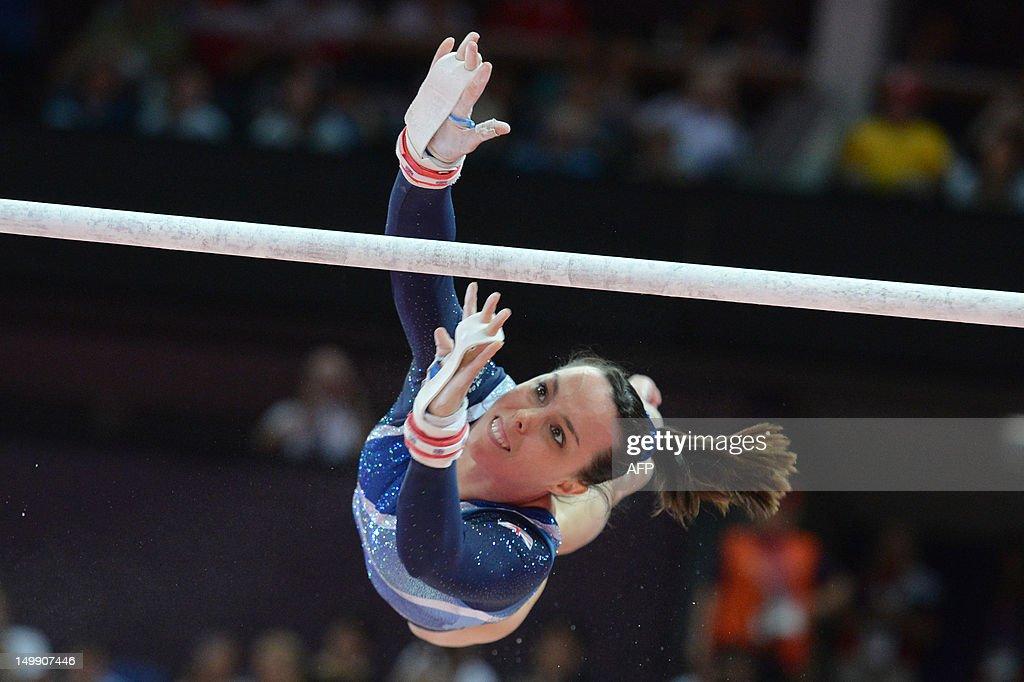 Bronze medalist Britain's Beth Tweddle p : News Photo