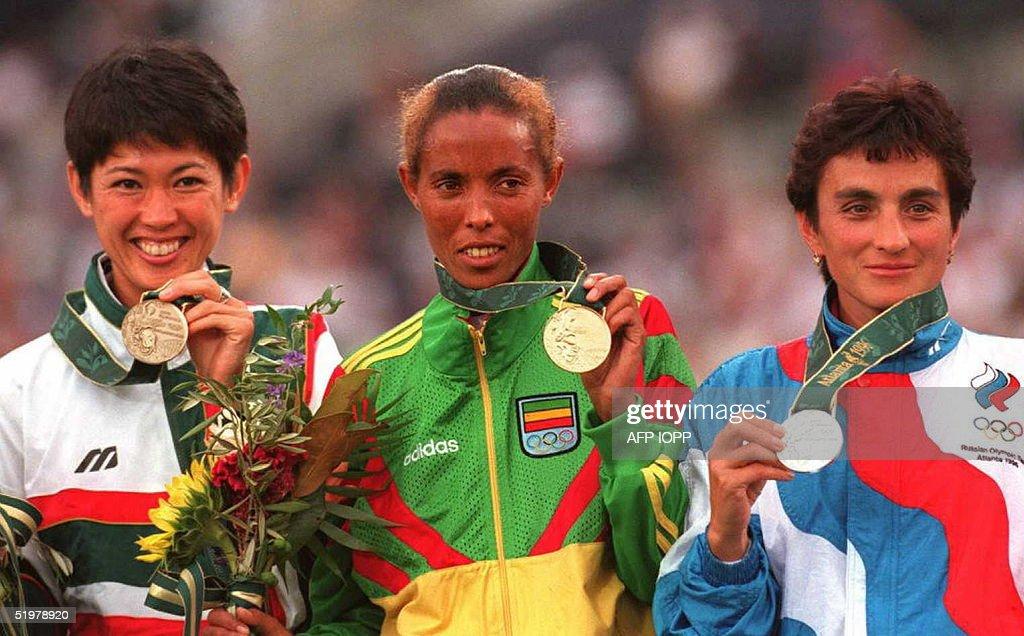 Bronze medalist Yuko Arimori of Japan, gold medali : Fotografía de noticias