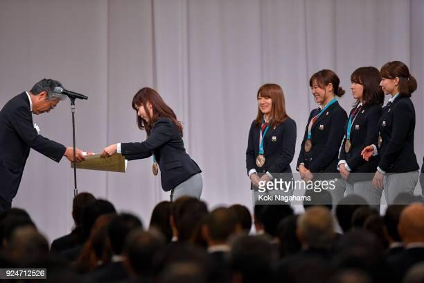 Bronze medalists Yurika Yoshida Yumi Suzuki Chinami Yoshida Satsuki Fujisawa and Mari Motohashi of Curlers Japan receive a certificate during the...