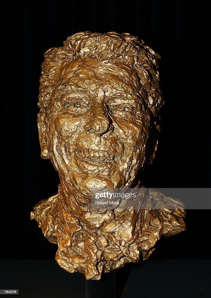 Arnold Schwarzenegger And Maria Shriver Present Sculpted Bust Of Former President Ronald Reagan : News Photo