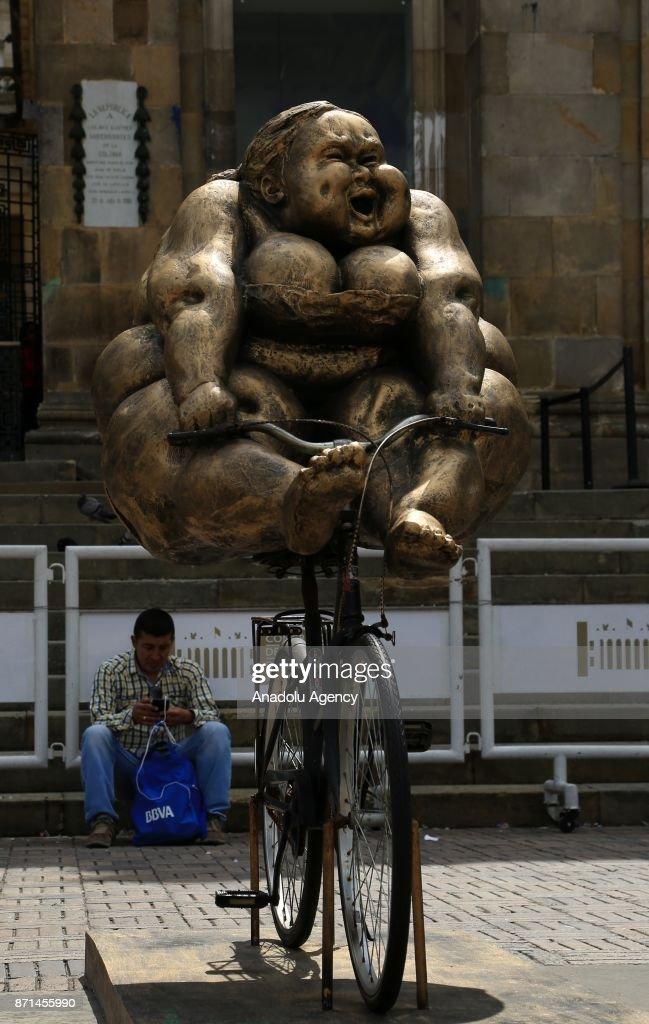 Art depicting chubby women