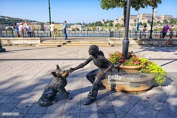 bronze statue of a girl playing with her dog - emreturanphoto stock pictures, royalty-free photos & images