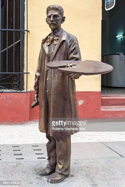Bronze statue of a local artist at the Sancti Spiritus boulevard Cuba