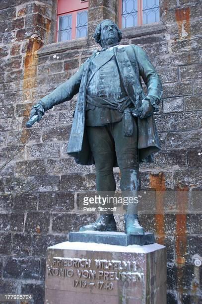 BronzeStandbild von Friedrich Wilhelm I Burg 'Hohenzollern' Bisingen BadenWürrtemberg Deutschland Europa Denkmal Sehenswürdigkeit touristische...