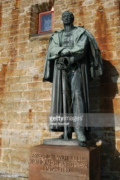 BronzeStandbild von Friedrich Wilhelm III Burg 'Hohenzollern' Bisingen BadenWürrtemberg Deutschland Europa Denkmal Sehenswürdigkeit touristische...