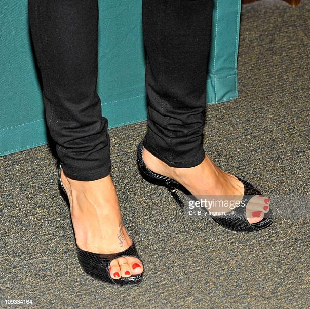 Brooke Burke signs copies of her book 'The Naked Mom A Modern Mom's Fearless Revelations Savvy Advice and Soulful Reflections' at Barnes Noble...
