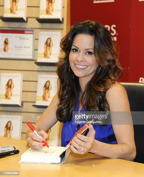 Brooke Burke Signs Copies Of Her New Book Naked Mom Bilder und Fotos ...