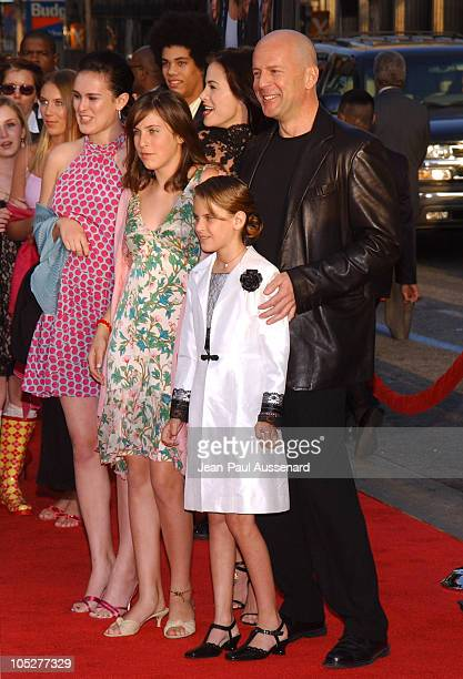"""Brooke Burns, Bruce Willis and family during """"The Whole Ten Yards"""" World Premiere - Arrivals at Chinese Theatre in Hollywood, California, United..."""