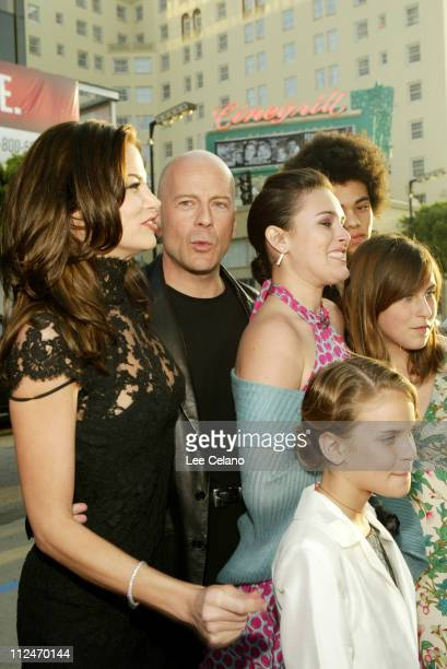 Brooke Burns Bruce Willis and his family during 'The Whole Ten Yards' World Premiere Red Carpet at Grauman's Chinese Theatre in Hollywood California...