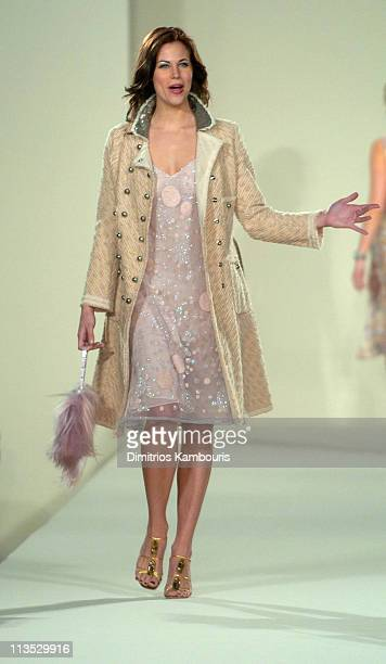 Brooke Burns wearing fashion presented by Saks Fifth Avenue at the Gridiron Glamour fashion show