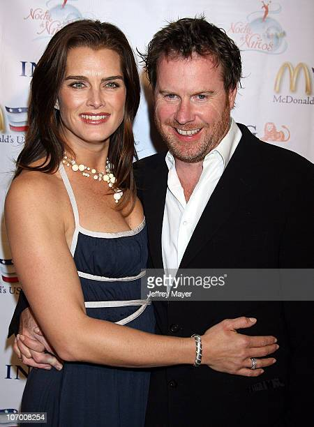 Brooke Shields and Chris Henchy during Children's Hospital Los Angeles Honors Johnny Depp at Noche de Ninos Gala Arrivals at Beverly Hilton Hotel in...